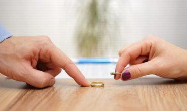 ASSEGNO DIVORZILE:  I parametri validi sono la non autosufficienza economica e/o necessità di compensazione del particolare contributo dato da un coniuge durante la vita matrimoniale.